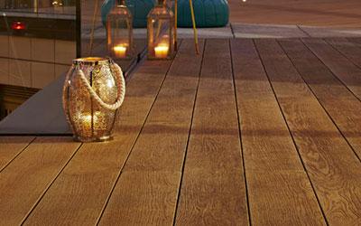 wnetrze-ogrodowe-deska-tarasowa-naturalna-kompozytowa-w-salonie