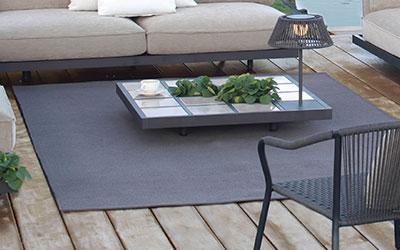 wnetrze-ogrodowe-dywan-zewnetrzny-w-salonie