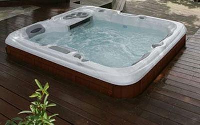 wnetrze-ogrodowe-strefa-spa-i-relaksu-jacuzzi-minibasen